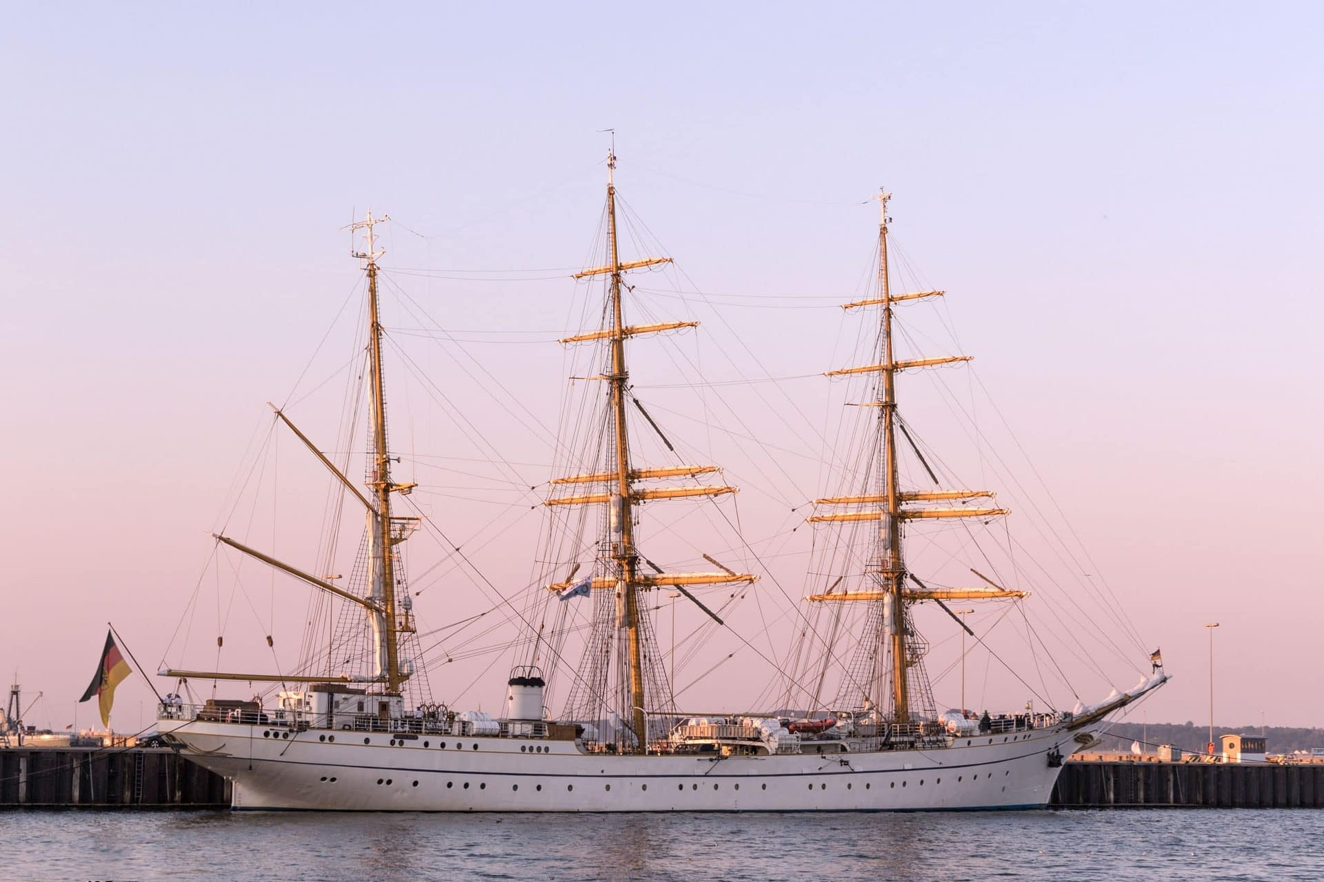 Case Study | Suspicion of corruption in the renovation of the sailing training ship Gorch Fock